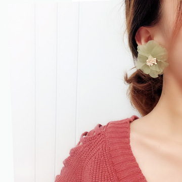 MIARA.L super fairy retro olive green flower ear nail exaggerated pure and fresh snow imitation yarn absorption earrings without