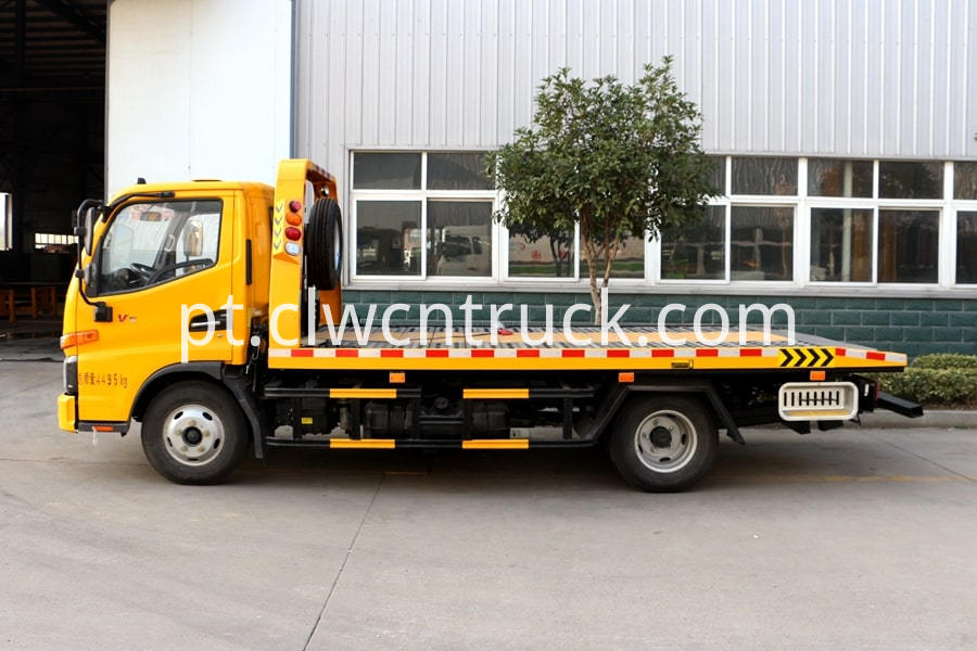 Flatbed Towing vehicle 1