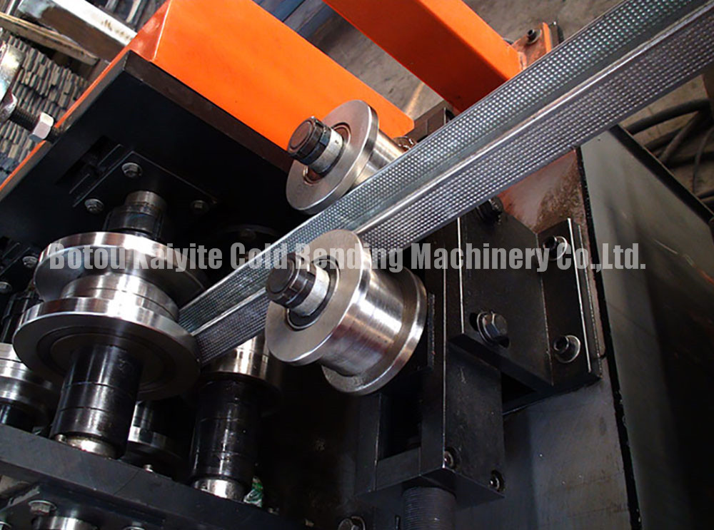 c profile roll forming machine