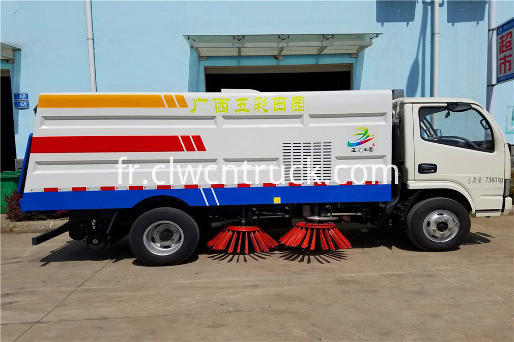 Road Sweeper Truck 2
