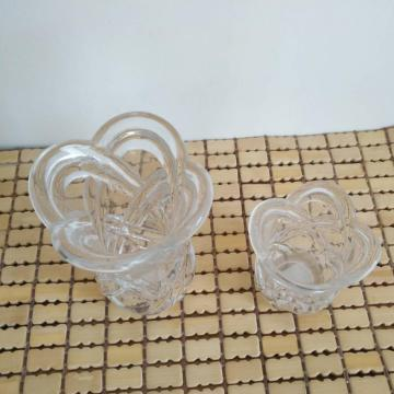 Embossed Flower Shape Clear Vase For Home Decoration