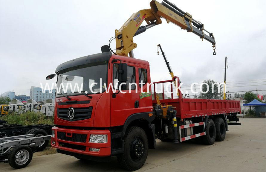 knuckle boom crane on truck chassis