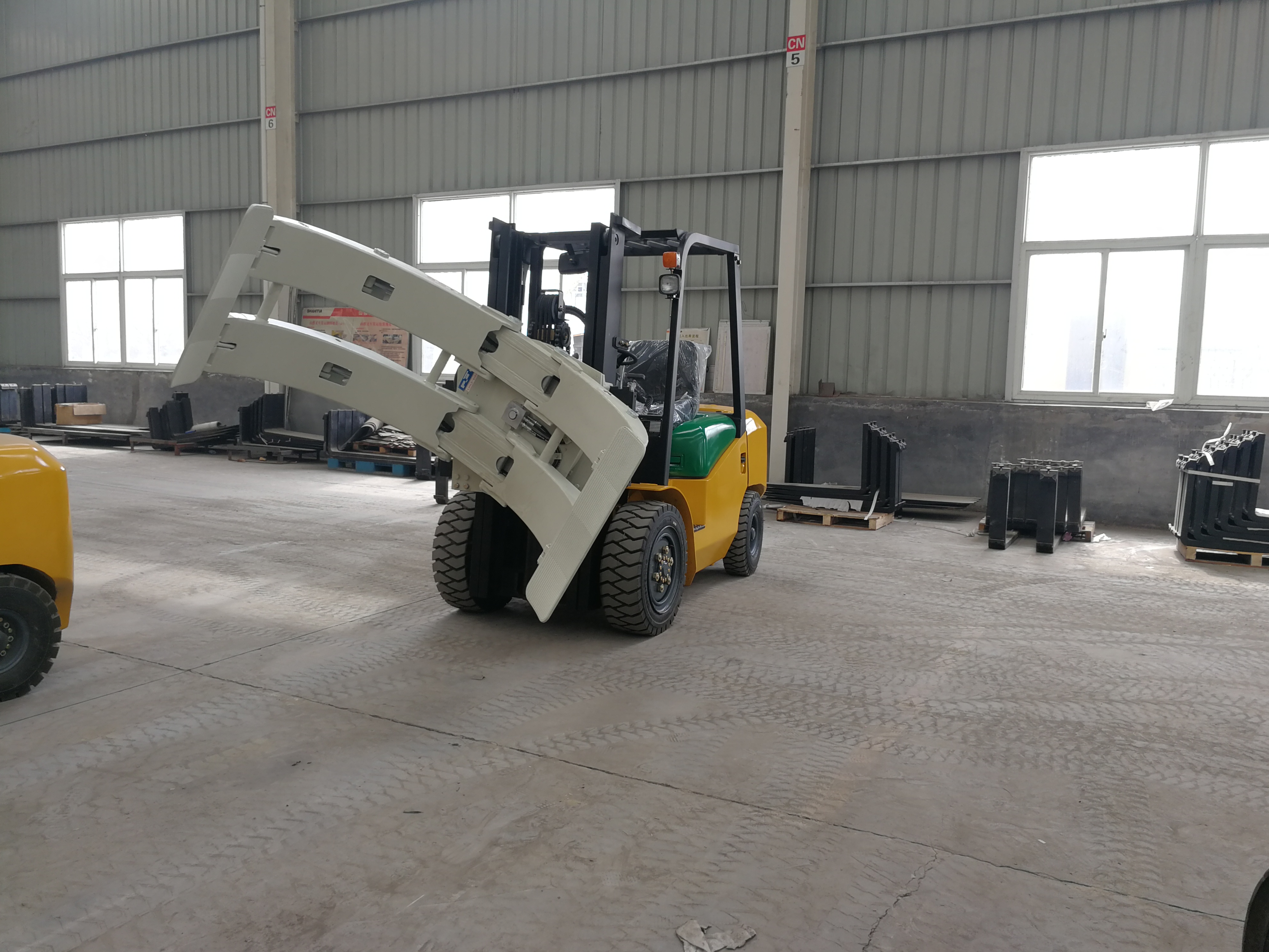 shantui forklift with paper roll clamps