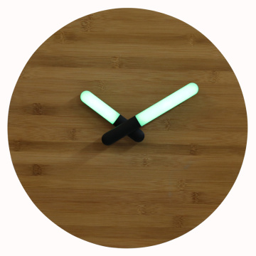 Reloj de pared de bambú con luz LED