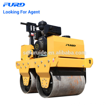 Hand vibrating roller compactor for soil and asphalt compaction