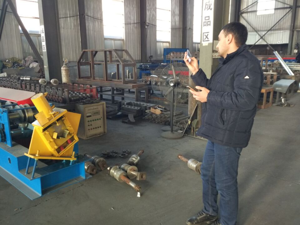 roof panel roll forming machine (1)