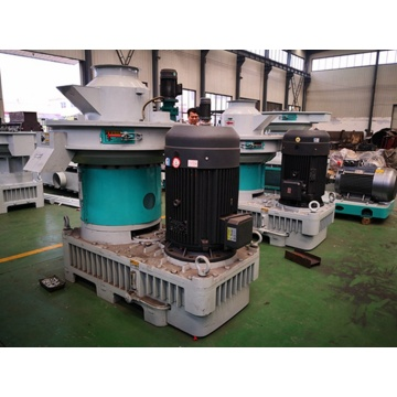 Diesel engine biomass wood pellet mill