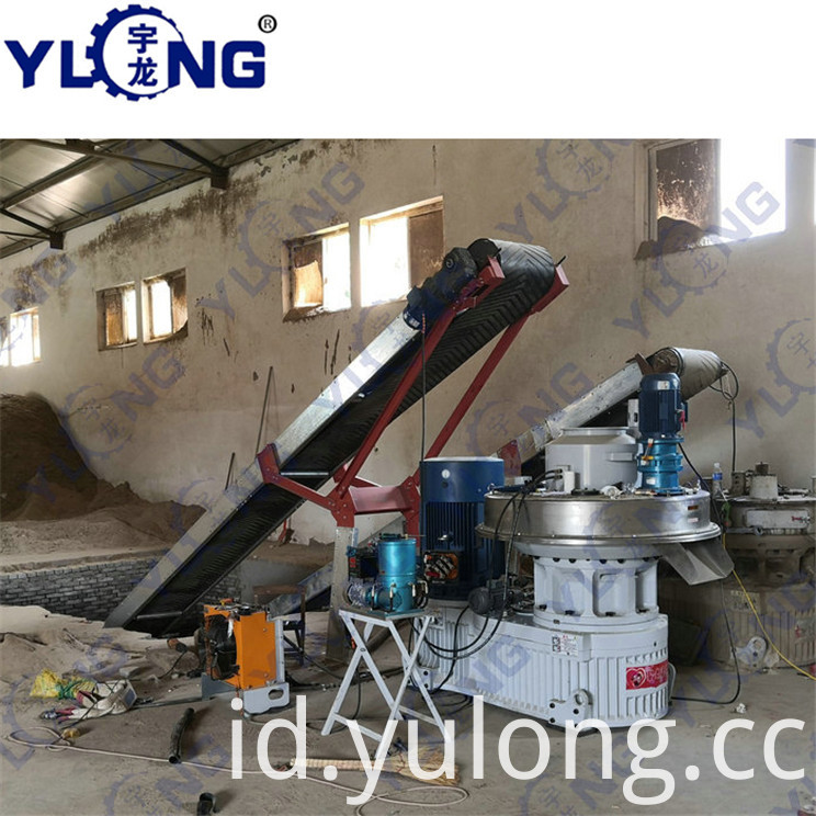 Equipment for pressing sawdust into pellets