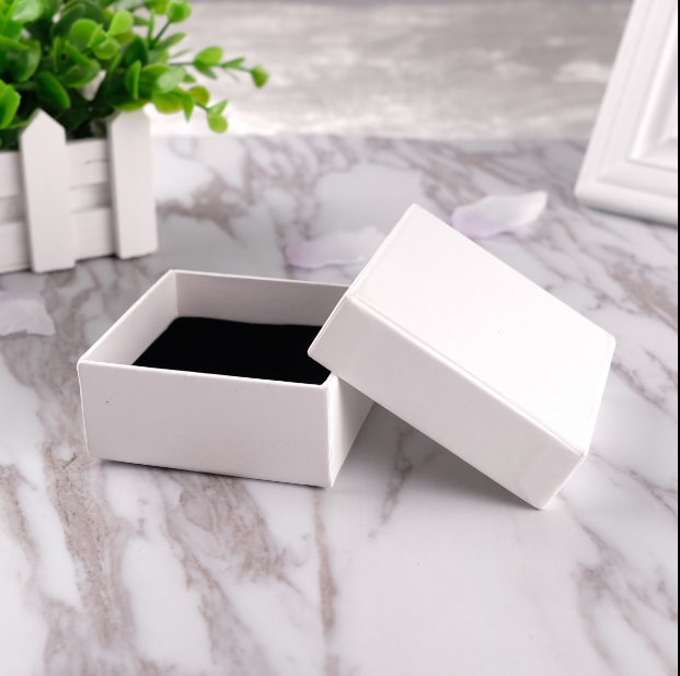 Custom white lid and bottom boxes for jewellry