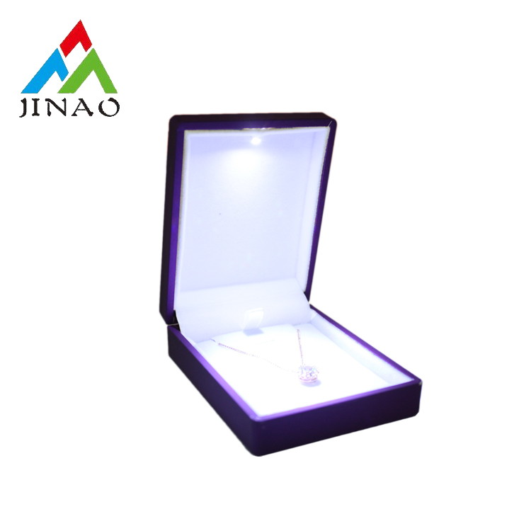 Fashion flip top pendant jewelry box with LED