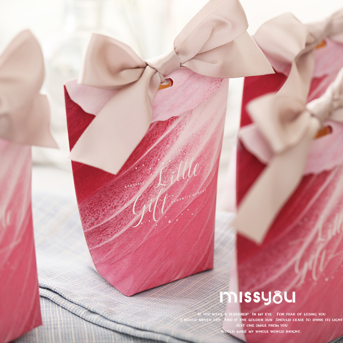 Cute red wedding favor boxes