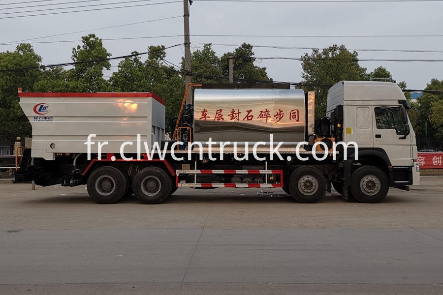 Bitumen And Gravel Synchronous Seal Truck 1