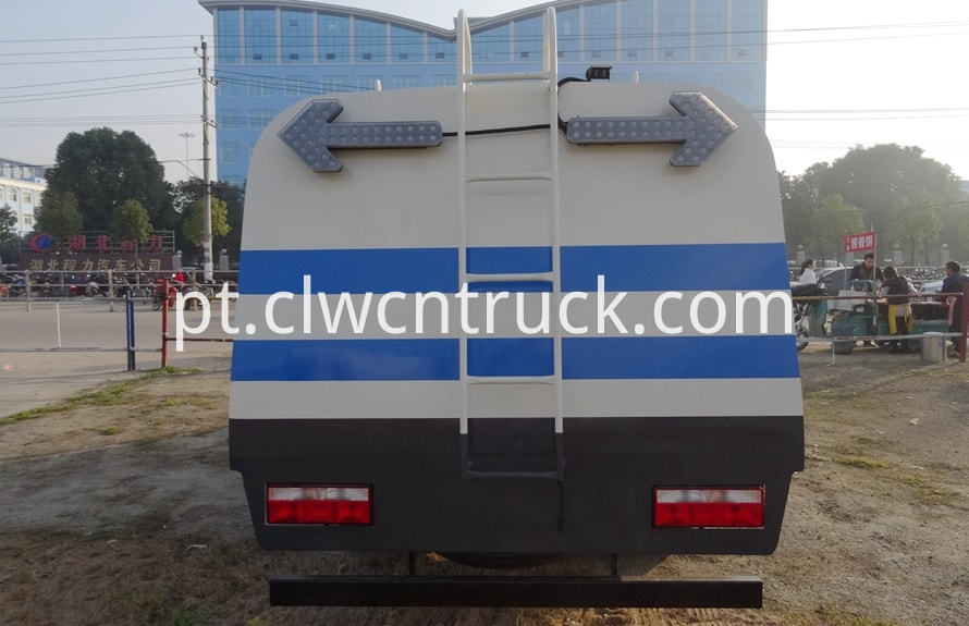 road guardrail cleaning truck 5