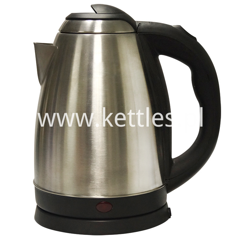 Whistling electric kettle