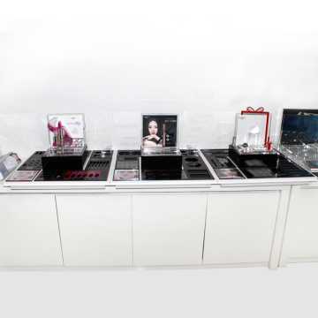 Cosmetic display case for large shopping mall