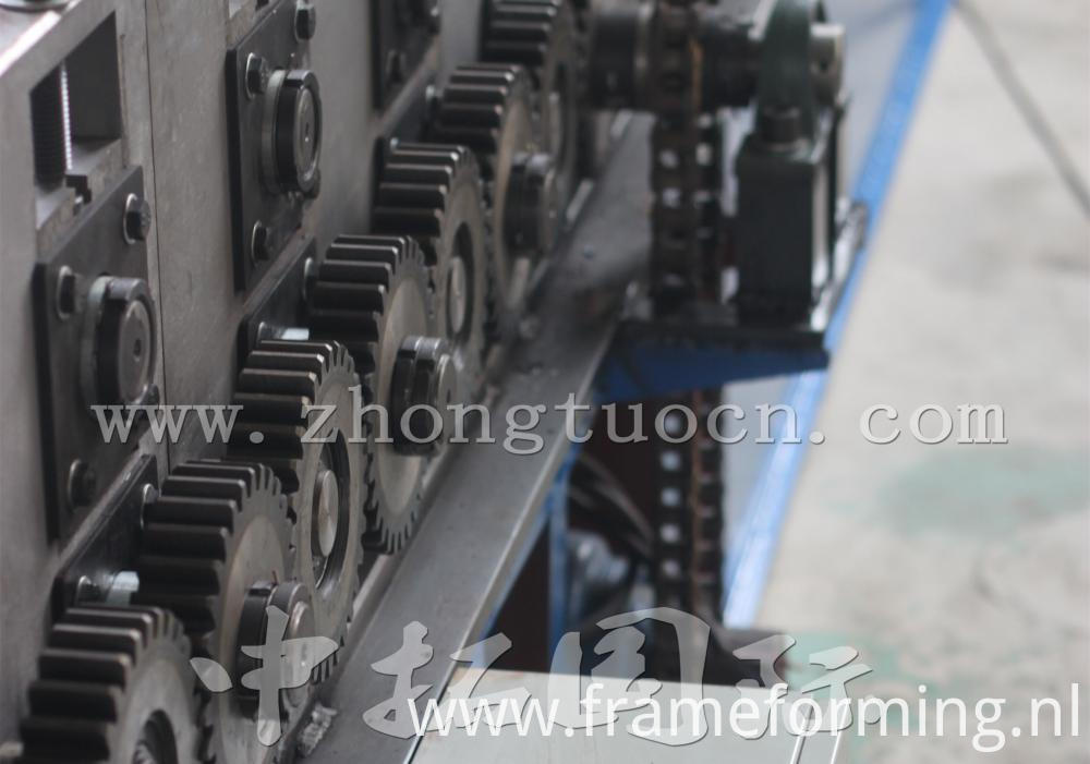 Ridge roll forming machine (13)