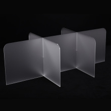 Customized dinning hall acrylic table isolating guard
