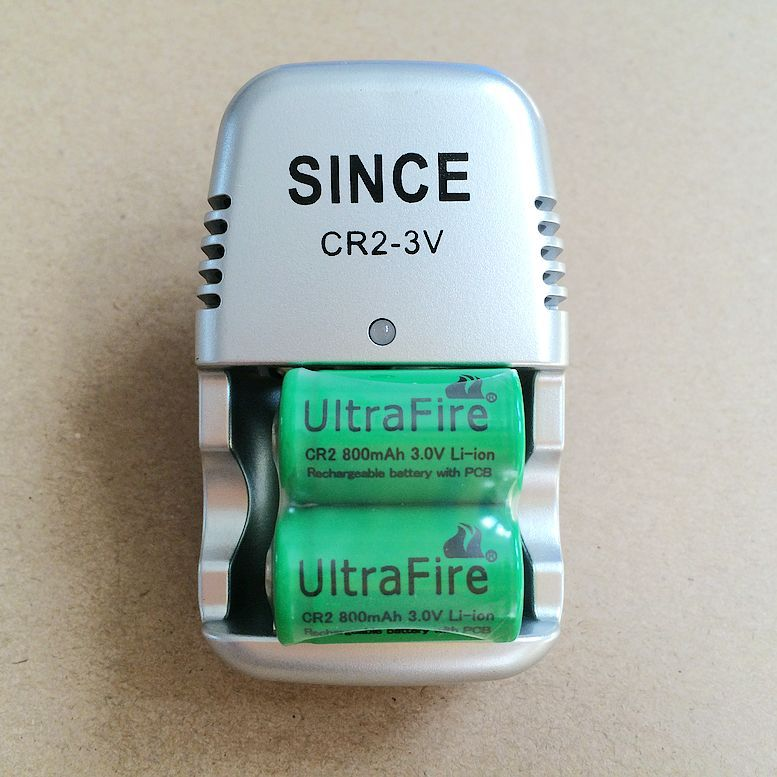 New 3 V CR2 battery charger + 4 pcs .. 15270 CR2 800 mAh rechargeable 3 V battery, digital camera made by special battery