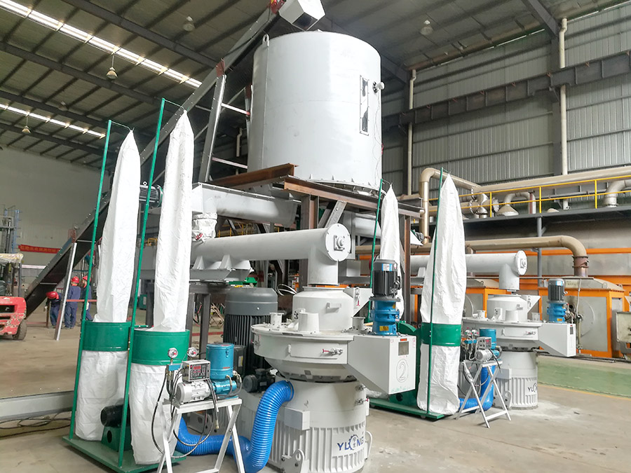 wood pellet machine making