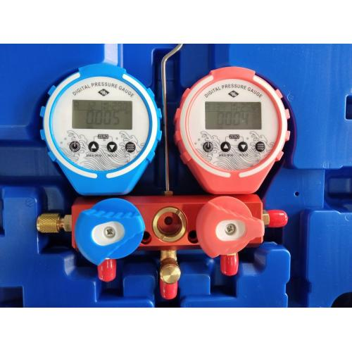 Digital manifold gauge set