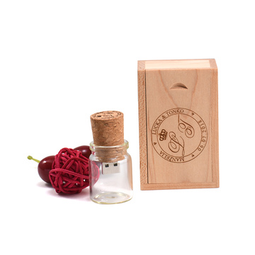 Cork glass bottle pendrive