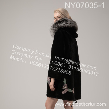 Lady Coat With Mink Flower In Winter