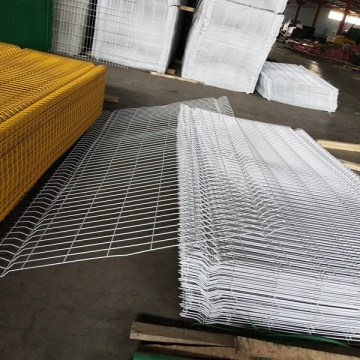 White pvc coated welded hard wire mesh curved fence