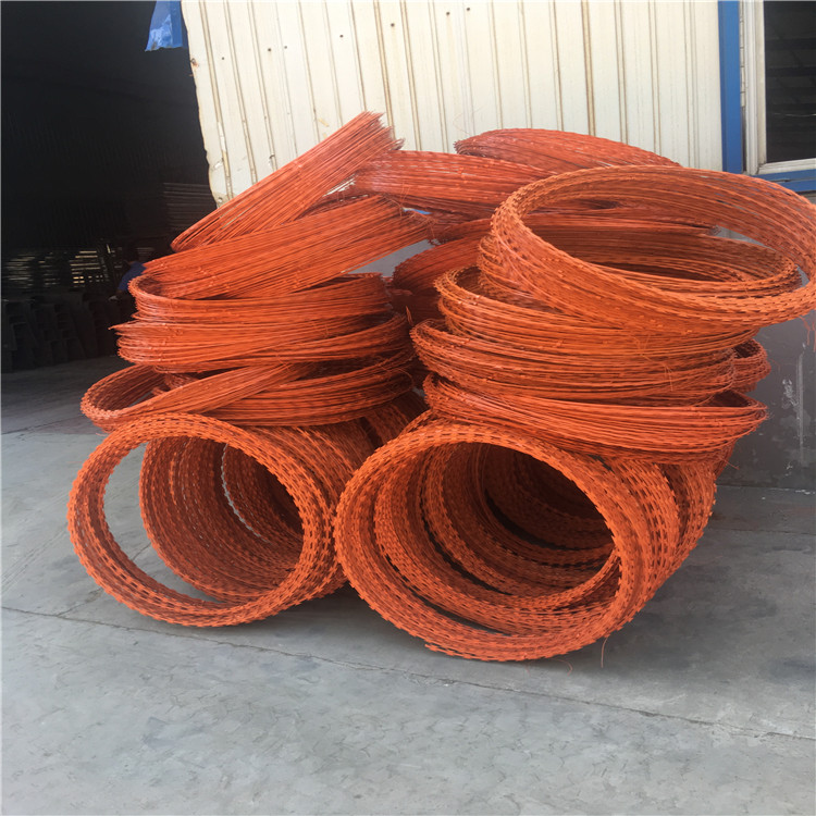 Hot dip galvanized razor wire blade fencing coils