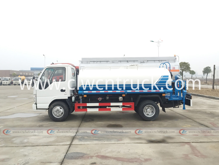 water spraying truck 1