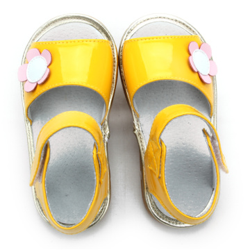 Wholesales Shiny Yellow Baby Squeaky Shoes
