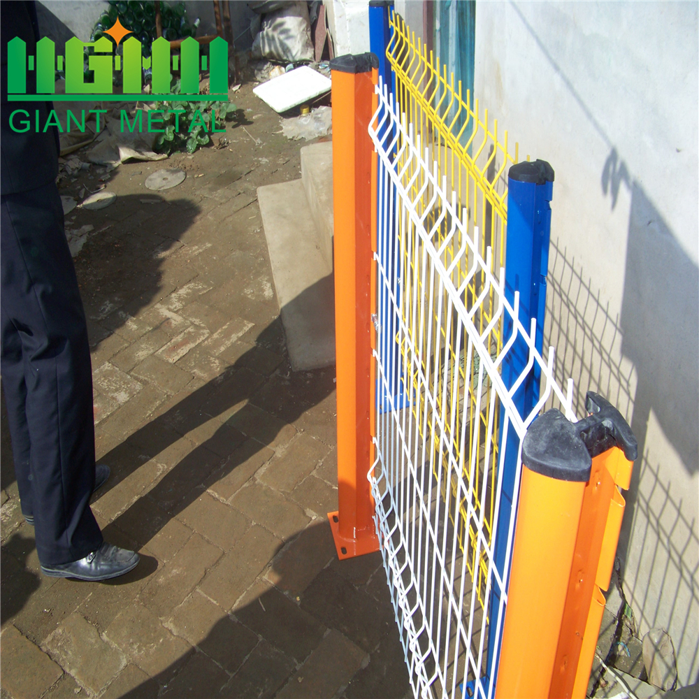Stocked New Condition Vinyl Coated Welded Fence