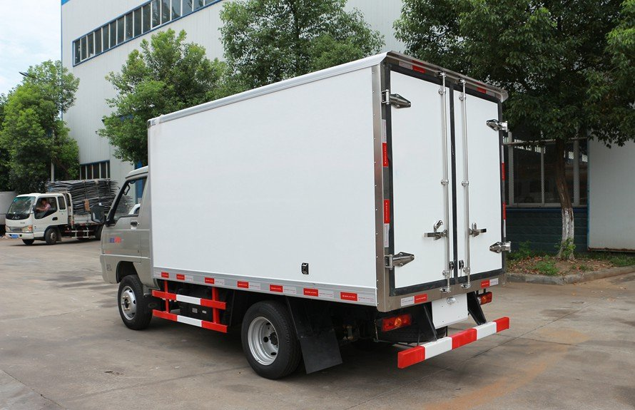 refrigerated small trucks 2