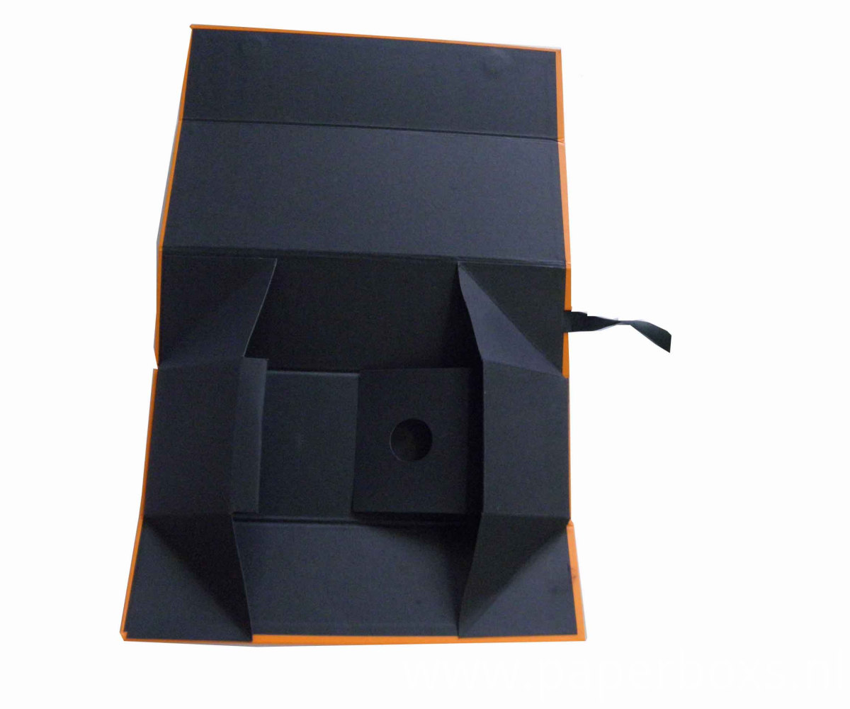 Collapsible Flat Packed Box