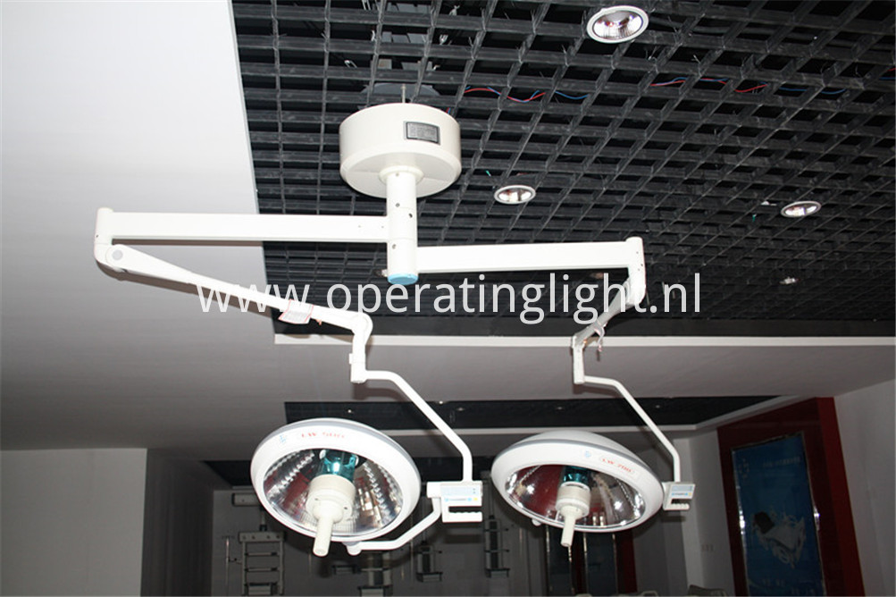 Spring arm surgical light