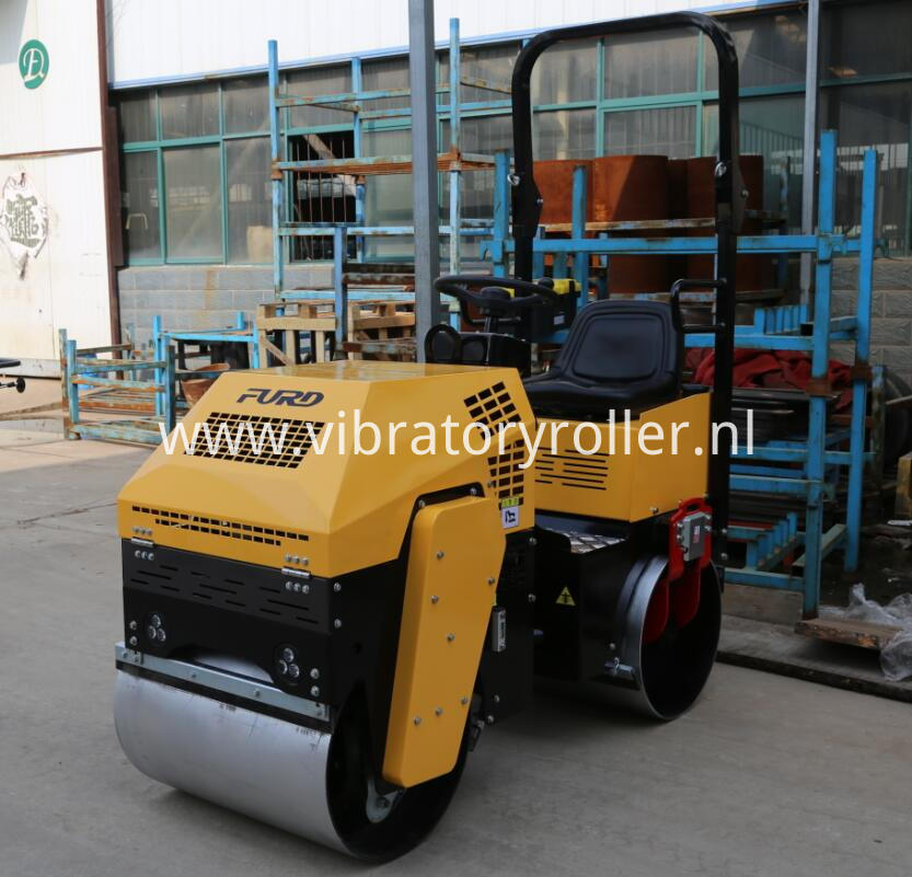 1000kg ride on vibratory roller