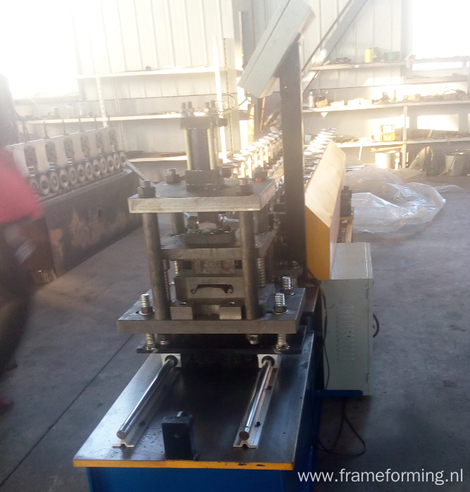 Metal rolling shutter door making machine