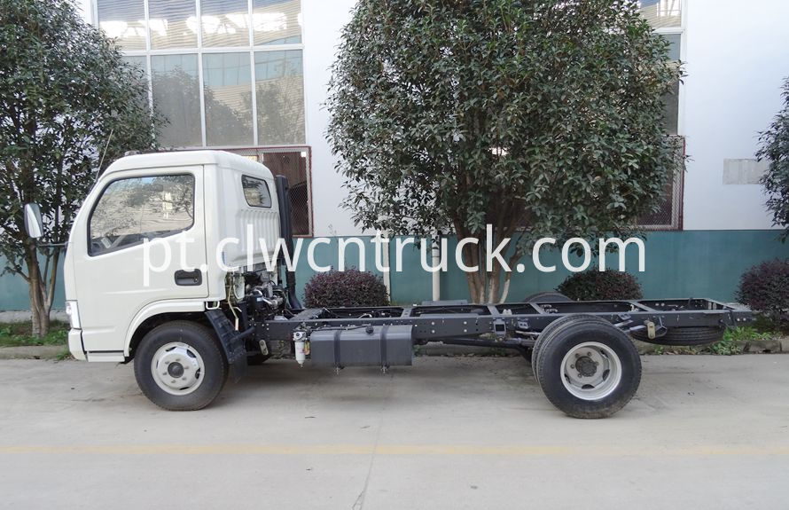 heavy wrecker services truck chassis 2
