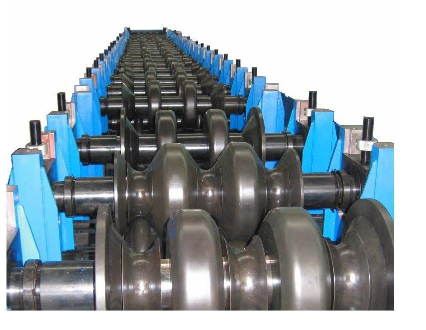 Freeway guardrail roll forming machine