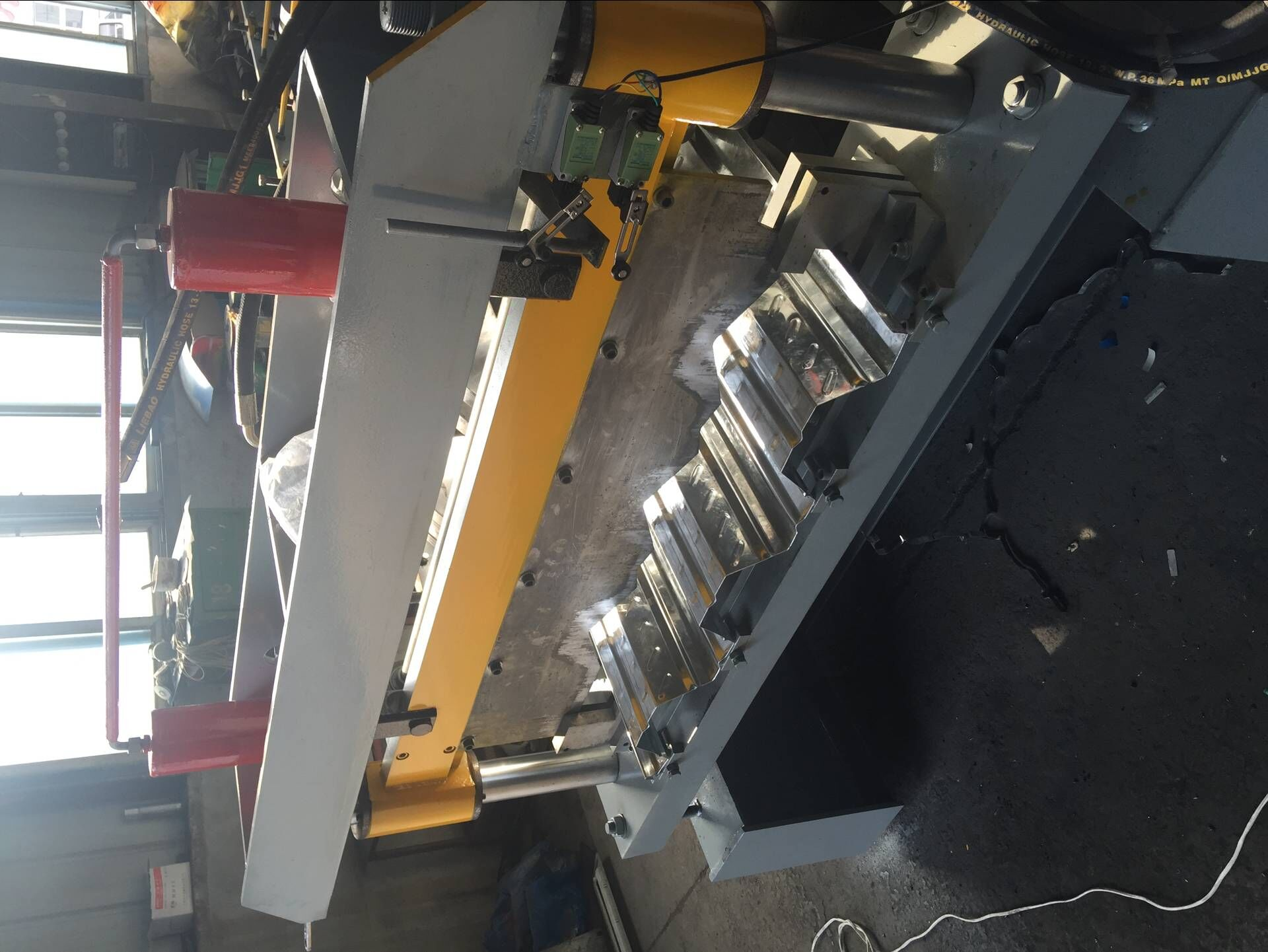 Metal Floor Deck Machine