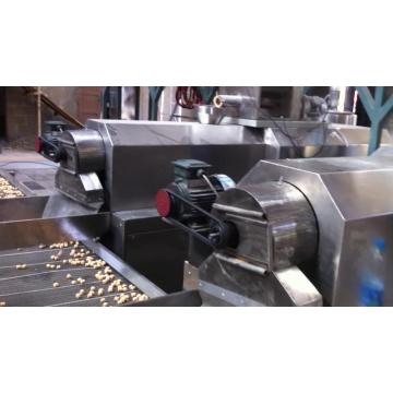 Twin screw extruder inflating snacks food making machine