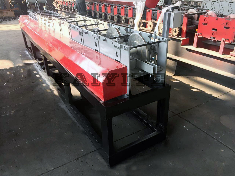 door guaid rail roll forming machine