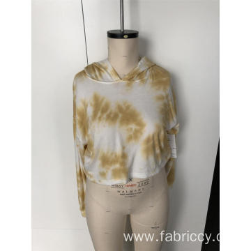 Stitching a tie-dye short blouse