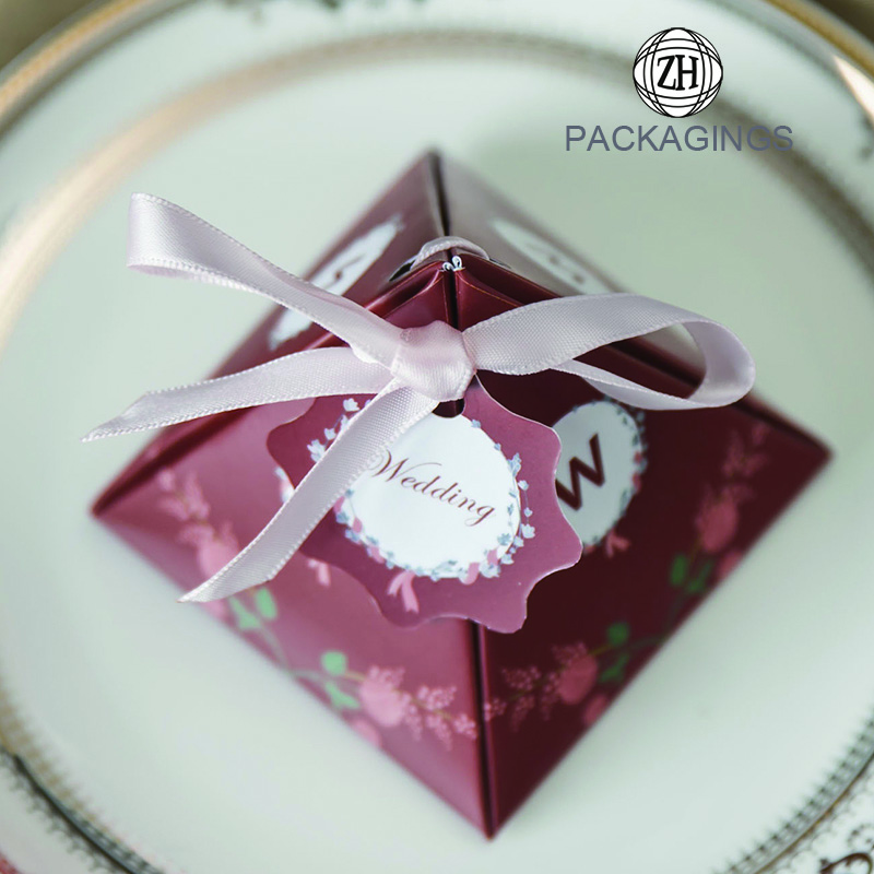 Small paper chocolate candy gift box for wedding