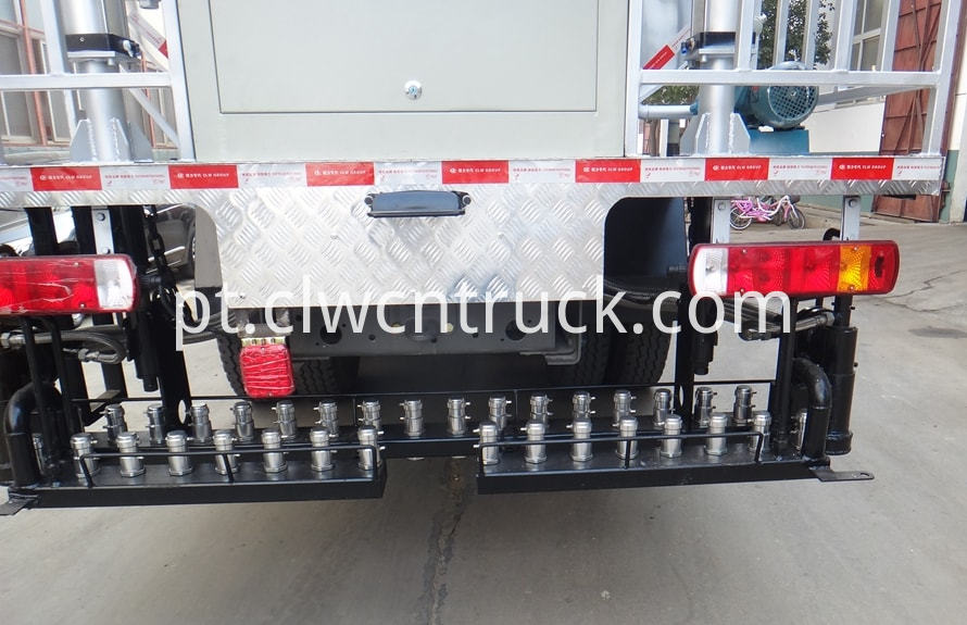 bitumen emulsion spraying truck 4