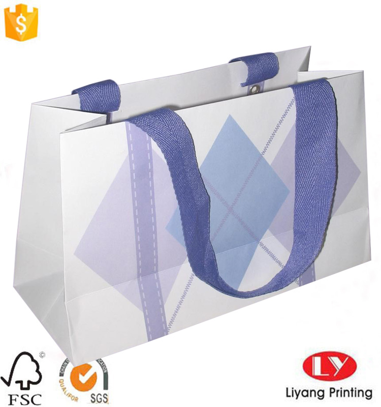 paper shopping bag with handle