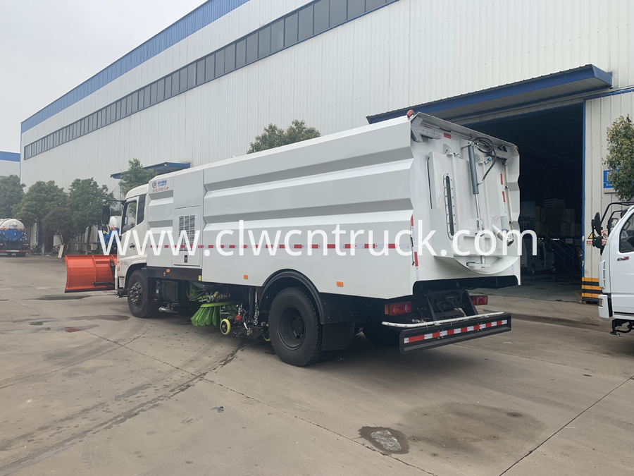 street sweeper cleaning truck 4