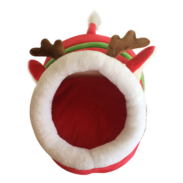 Christmas pet house with reindeer modeling