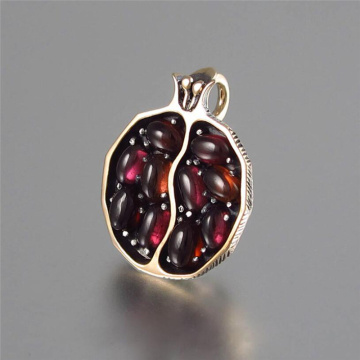 1Pc Vintage Fruit Fresh Red Garnet Pendant Necklace Gold Color Resin Stone Pomegranate Jewelry Gift For Women Gifts