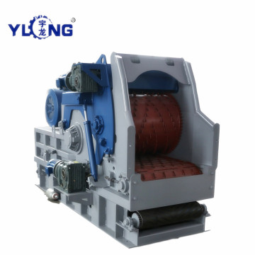 Yulong Equipment Dealing with Wood Logs into Chips