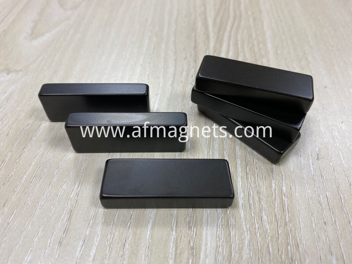 Neodymium block magnets for pipeline cleaning